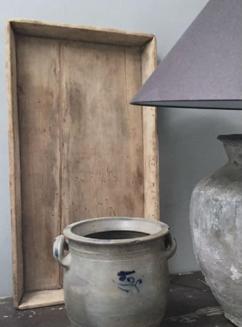 Oud houten dienblad van oud grenen. H69/B36.5/D7. Geweldig om mee te decoreren of gewoon te gebruiken natuurlijk. Een echte eyecatcher in de keuken