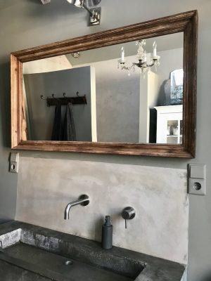 grote houten spiegel